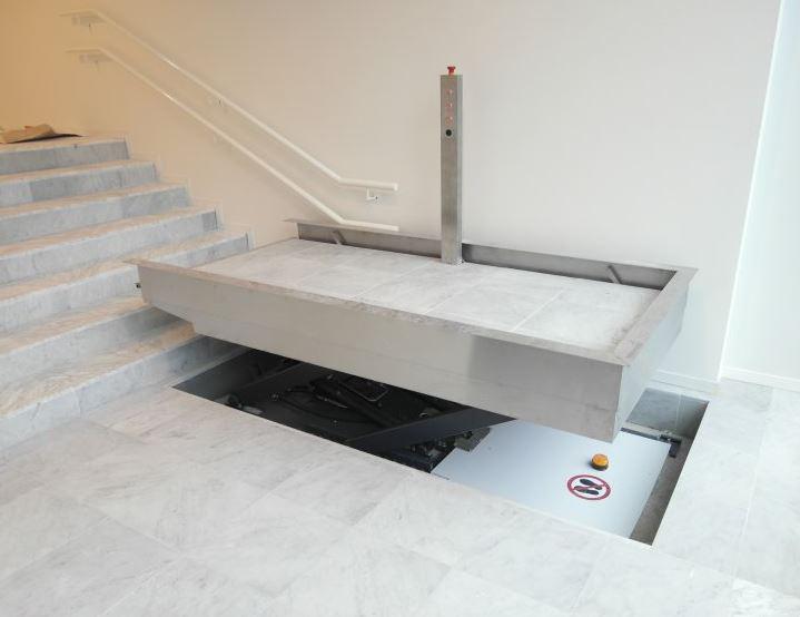 Diagonaal hefplatform, perfect om trappen te overbruggen