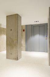 Energiezuinige lift met elektrische aandrijving