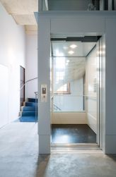 Optimaal doorzicht in deze rolstoeltoegankelijke lift