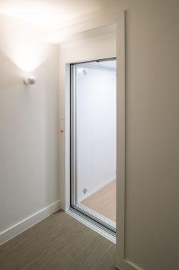 Witte lift met elektrische aandrijving