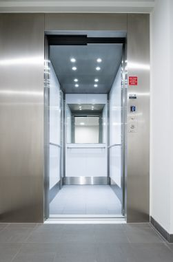 Inox lift in woonzorgcentrum