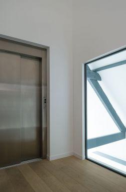 Lift met dubbele overhoekse toegang
