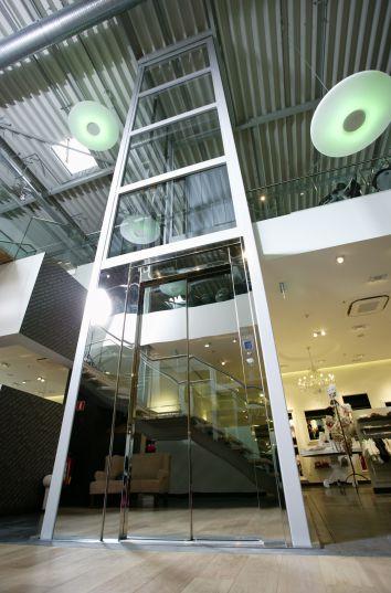 Strakke lift in vrijstaande structuur door Verolift