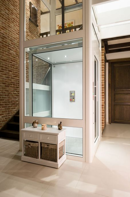 Huislift Domuslift in transparante structuur